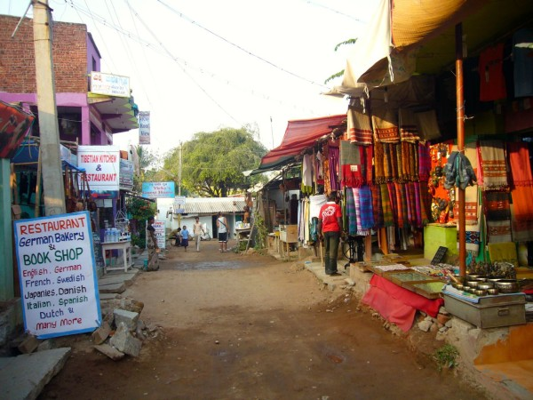 hampi-bazaar-vickeysguesthouse