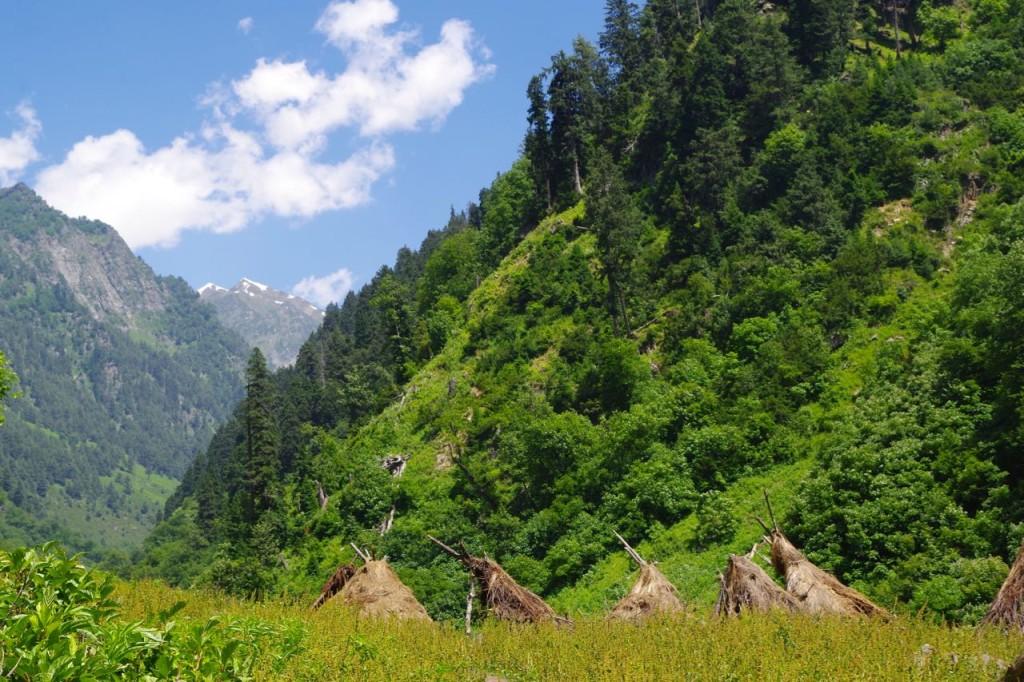 kaschmir-trekking-naranagh-gipsylehmhütten