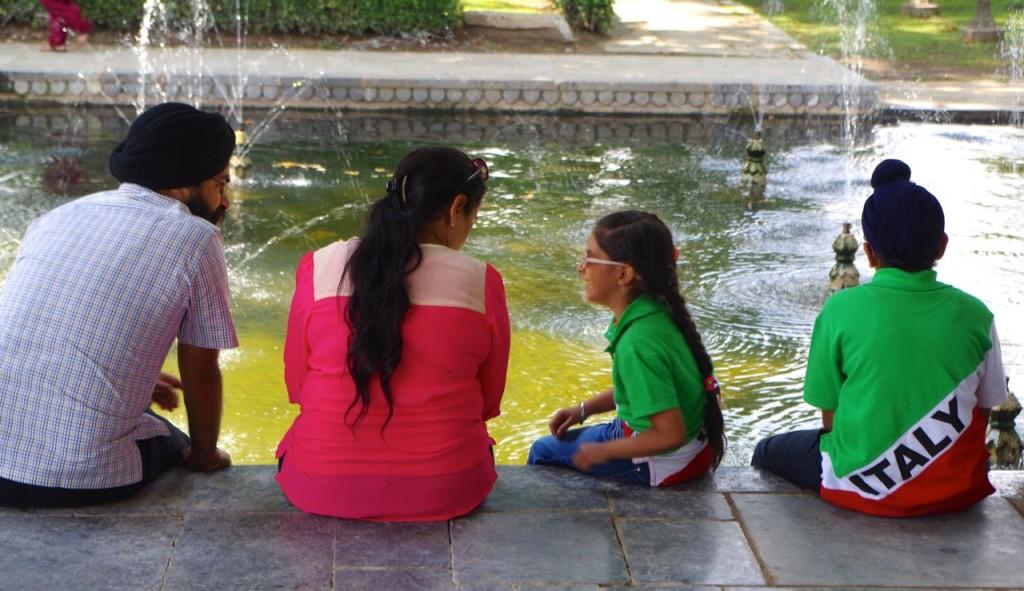 srinagar-mughal-gardens-5