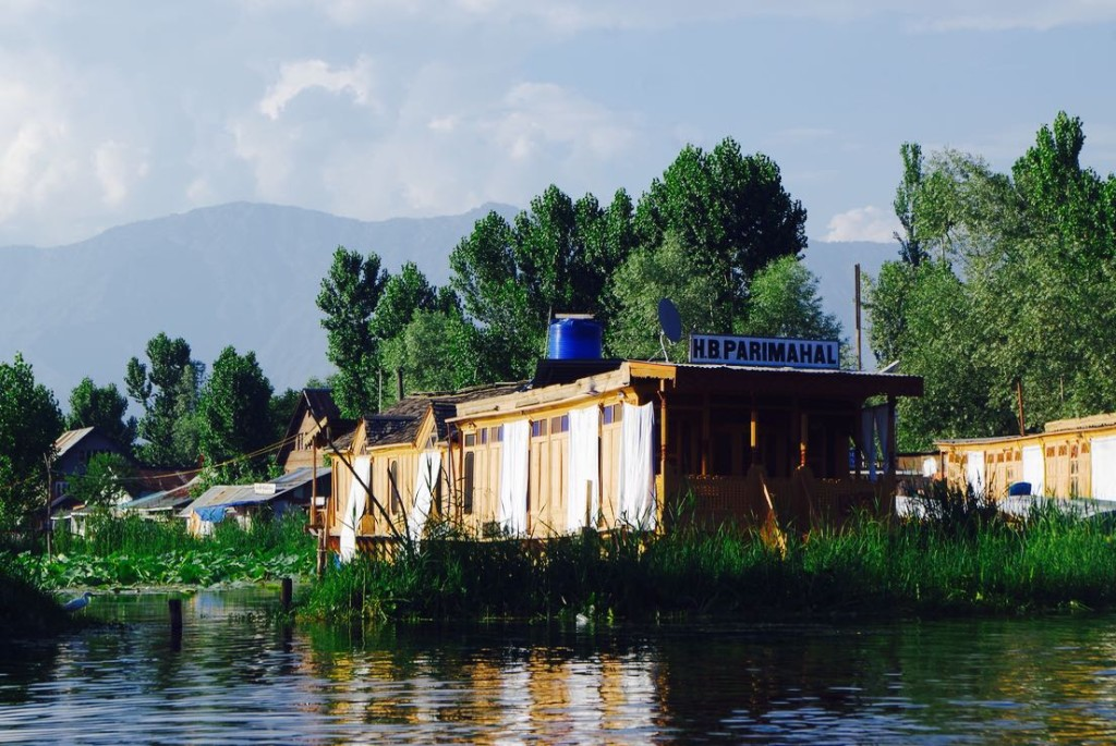 srinagar-dallake-houseboat-parimahal