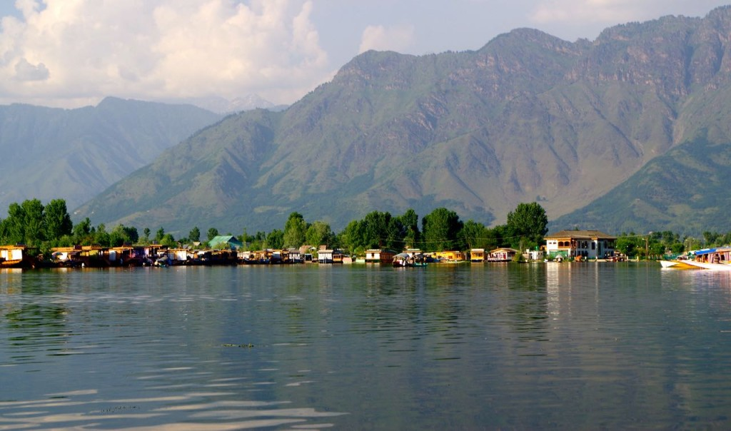 srinagar-dallake-houseboats